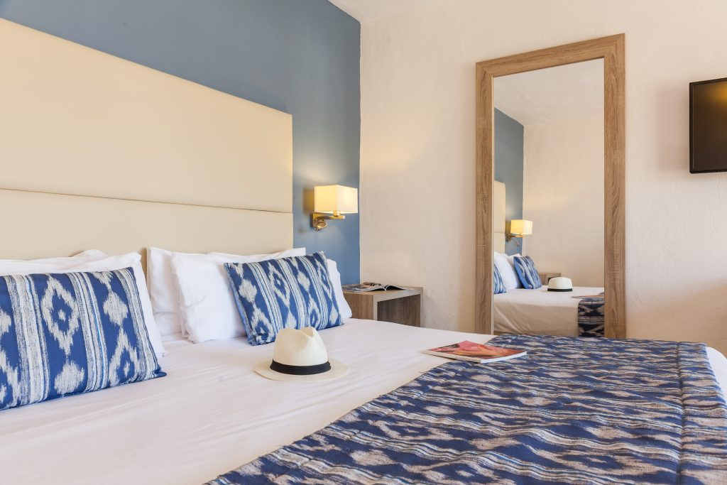 Room with double bed in Menorca Binibeca